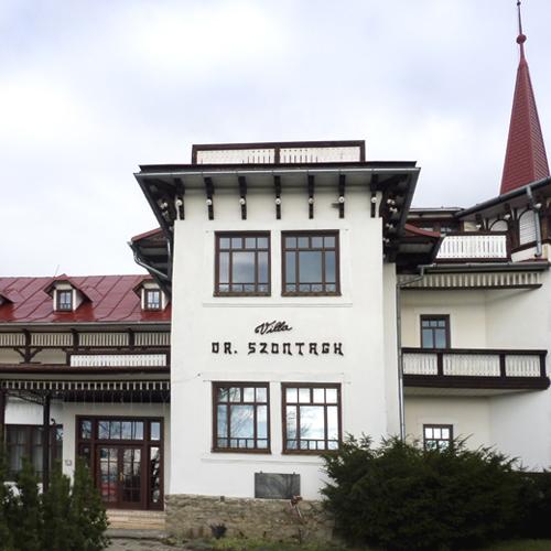 Zdjęcie wejścia głównego do hotelu