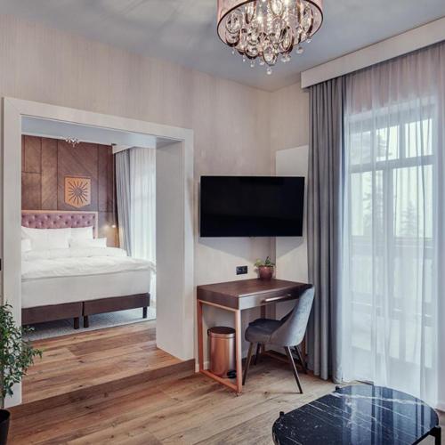 W każdym pokoju projekt wykonawczy przewidywał biurko - miejsce do pracy dla gości hotelowych.
